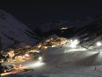 Night skiing & show